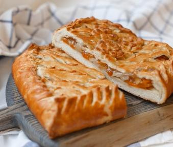 Пирог с абрикосом и грушей