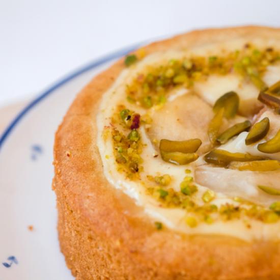 Пирог грушевый с сырным кремом