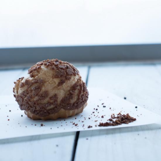 Заварное пирожное шоколадное