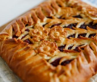 Пирог с малиной и грушей